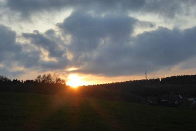 Dunkle Wolken über dem Ischeroth bei Bühl: Ein überdimensioniertes Industriegebiet für störendes Gewerbe gefährdet massiv den Wohnwert in dem Ort